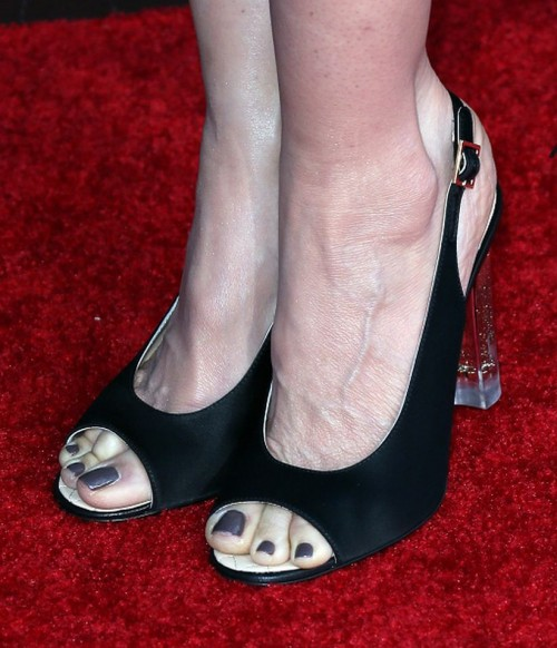 Kelly-Preston-Feet-2c1ca3faa56c11850.jpg