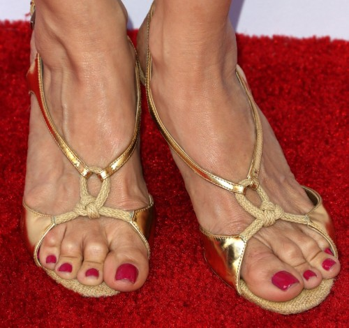 Kelly-Preston-Feet-60c51cf8013b0493c.jpg