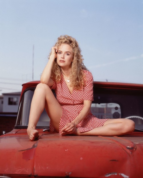 Kelly-Preston-Feet-95cd18d530a2f3ee2.jpg