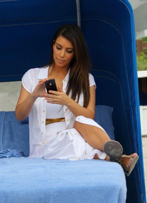 Kim-Kardashian-Wests-Feet-464fa0954a317a5b56e.jpg