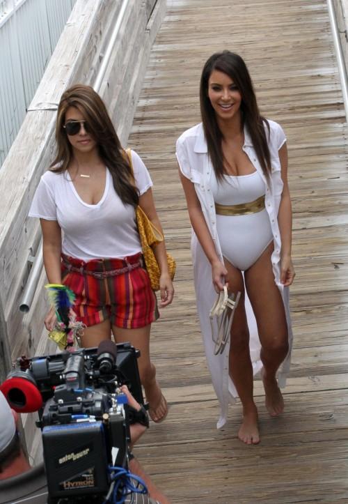 Kim-Kardashian-Wests-Feet-479e2924a22b94381bd.jpg