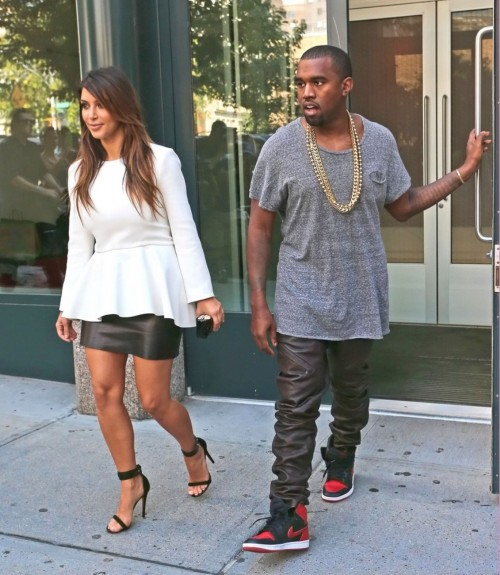 Kim-Kardashian-Wests-Feet-484aa7428d664f12b3e.jpg