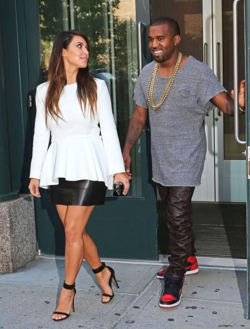 Kim-Kardashian-Wests-Feet-48676d8627951b87f07.jpg