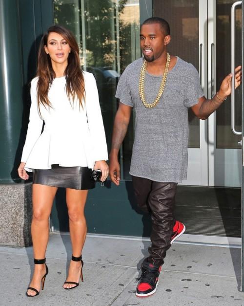 Kim-Kardashian-Wests-Feet-4871a6c6a3bde4546b6.jpg