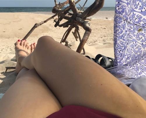 Kim-Raver-Feet-148c341a6ba643b893.jpg