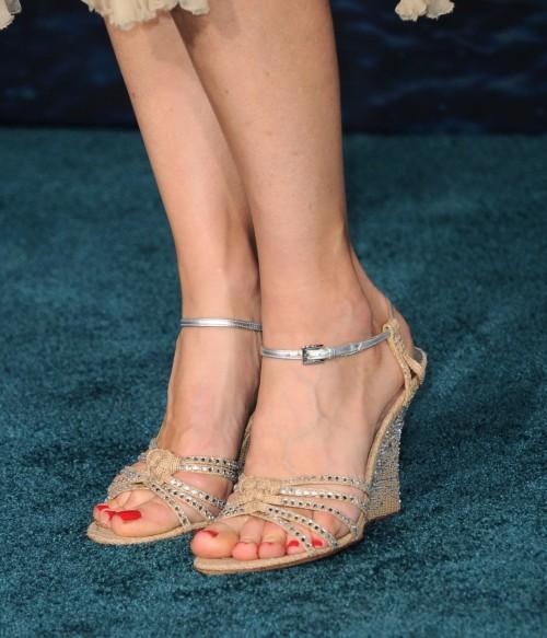 Kim-Raver-Feet-515de974d326f8d22.jpg