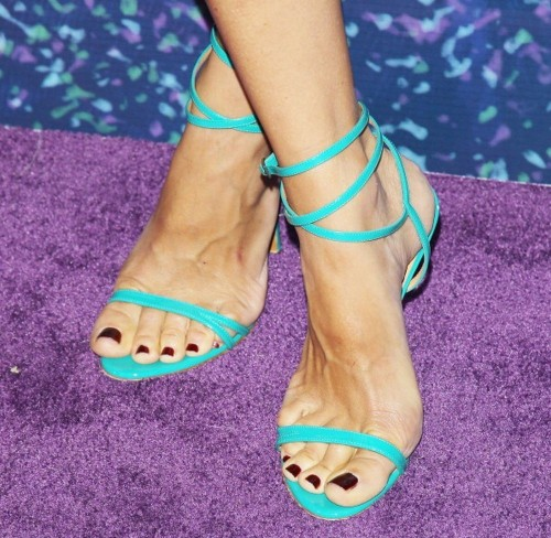 Kim-Raver-Feet-75aa1509b93b4b143.jpg