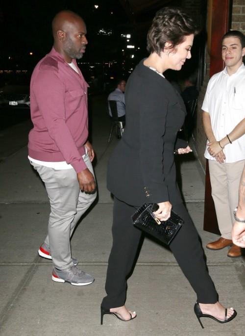 Kris-Jenner-Feet-16f4083f677250acfb.jpg