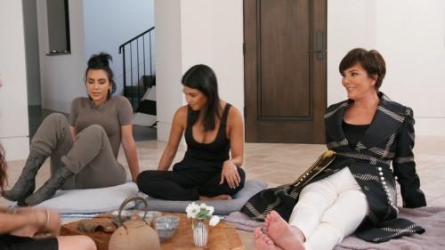 Kris-Jenner-Feet-18c3bdfe993b26ff0c.jpg