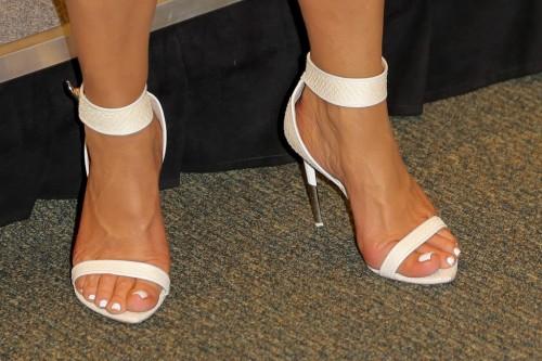 Kris-Jenner-Feet-38016e71f02de5ffa.jpg