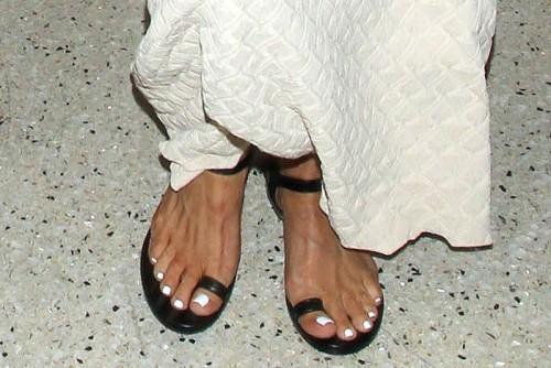 Kris-Jenner-Feet-4e2dc428e8fe261d6.jpg