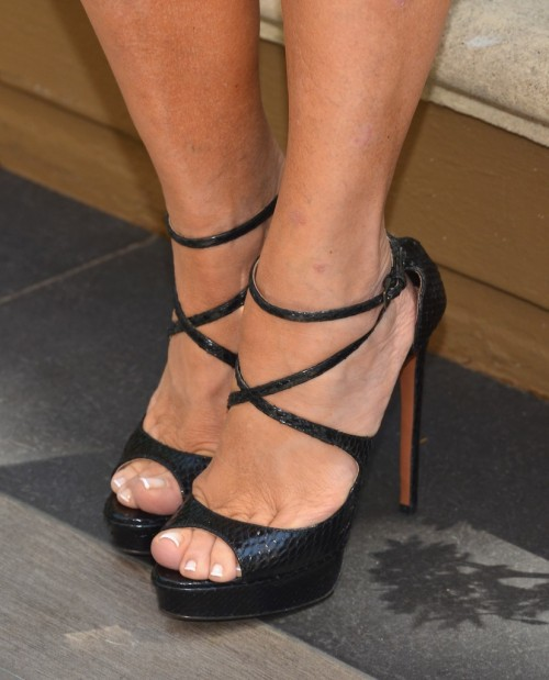 Kris-Jenner-Feet-5d0e58ab6989fa4a2.jpg