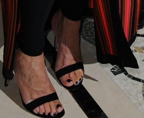Kris-Jenner-Feet-6d21888c9dc84d905.jpg