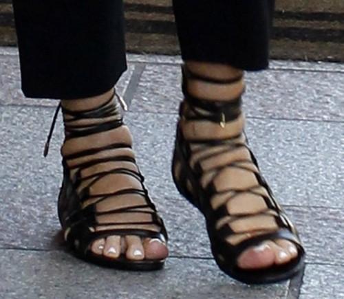 Kris-Jenner-Feet-71b28603a36e9ada8.jpg