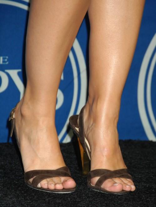 Kristen-Bell-Toes-1082c5112424f18945.jpg