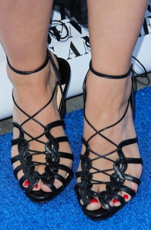 Kristen-Bell-Toes-12bbd79768fbc972fe.jpg