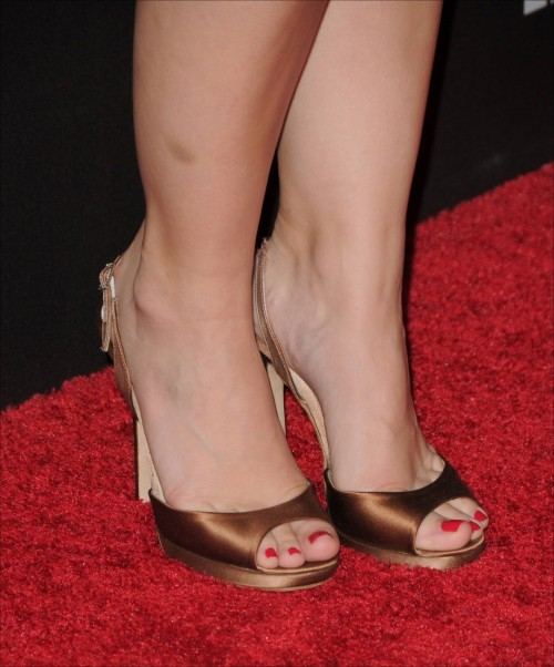 Kristen-Bell-Toes-1dd96c795dea2faaf.jpg