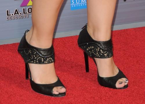 Kristen-Bell-Toes-3ea4b76180229ba2f.jpg