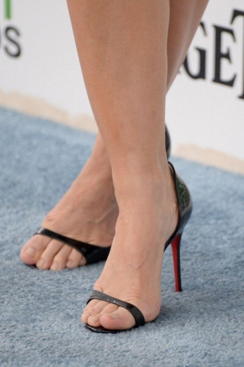 Kristen-Bell-Toes-8935739392cbc99b6.jpg