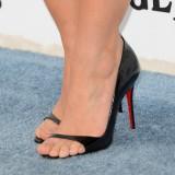 Kristen-Bell-Toes-9234886bfa3f0e098