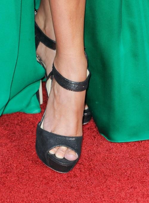 Kristin-Chenoweth-Feet-13da213f9a77eb191e.jpg