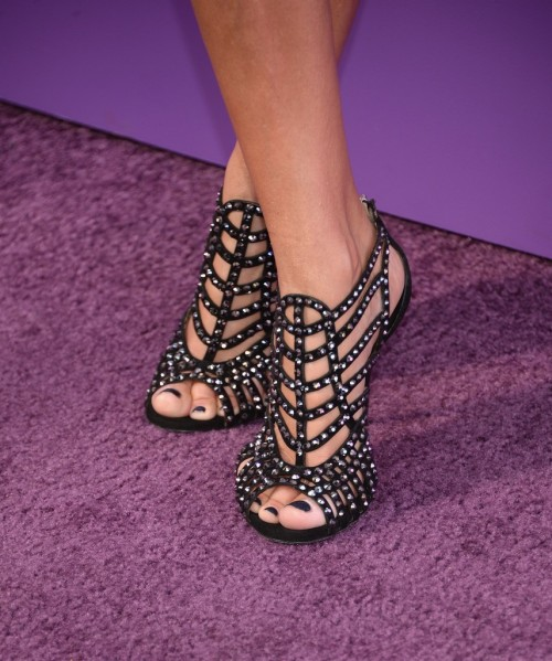 Kristin-Chenoweth-Feet-144711f2cde54e12e4.jpg