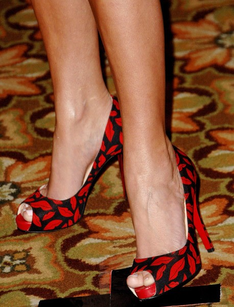 Kristin-Chenoweth-Feet-15fffc4852a0828fe5.jpg