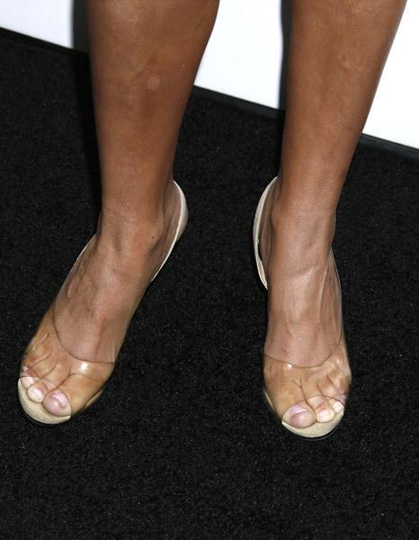 Kristin-Chenoweth-Feet-17c06905bf4462f946.jpg