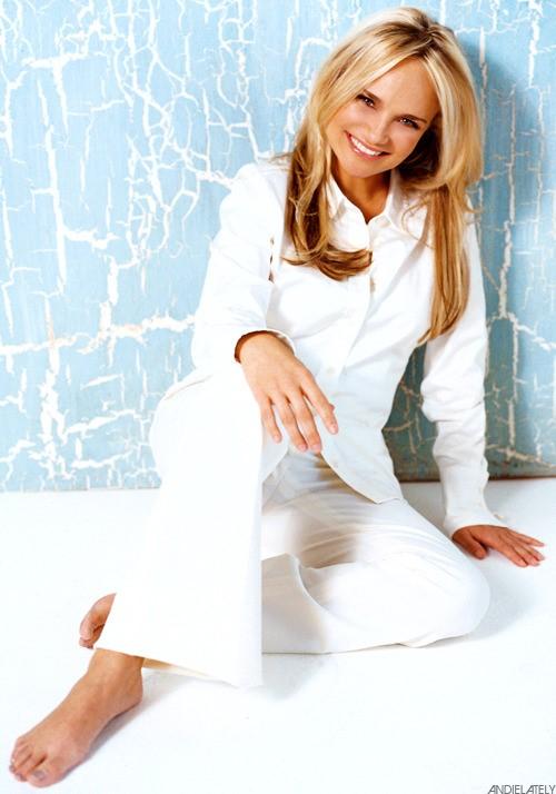 Kristin-Chenoweth-Feet-18eeb146027d005d22.jpg