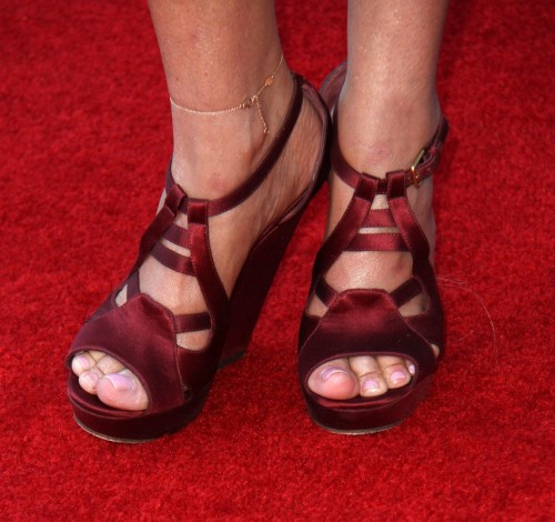 Kristin-Chenoweth-Feet-23bdba856e7f959170.jpg