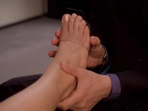 Kristin-Davis-Feet-7266a533dcfa03a4a.jpg