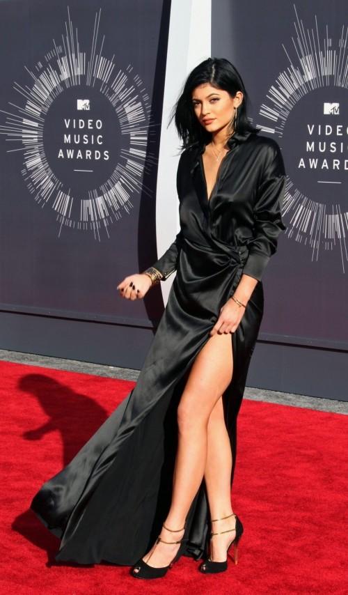 Kylie-Jenners-Feet-272e7cbecdb178ce70.jpg