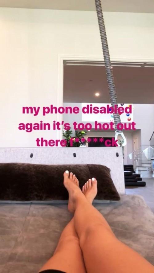 Kylie-Jenners-Feet-434d2ba7ebcec13990.jpg