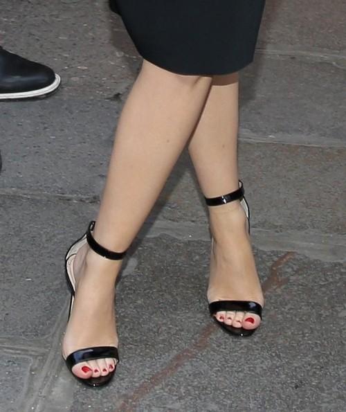 Kylie-Minogue-Feet-1758ce5d89a2322b40.jpg