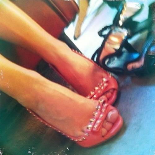 Kylie-Minogue-Feet-20174b23b08039f64e.jpg