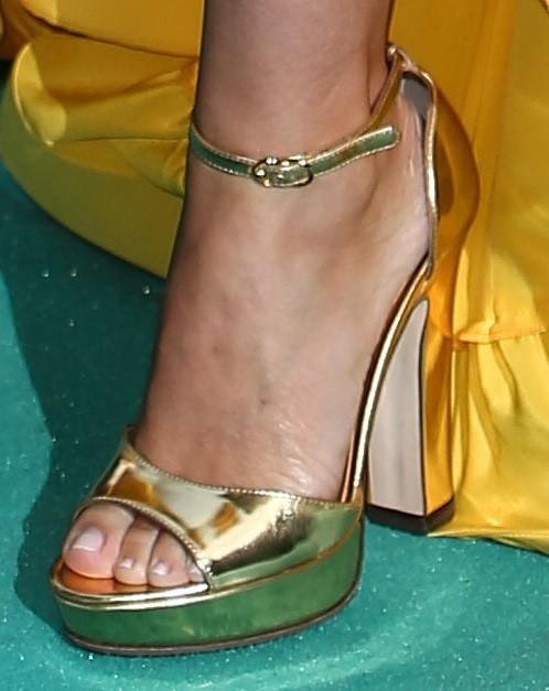 Kylie-Minogue-Feet-21219d304acf51525a.jpg