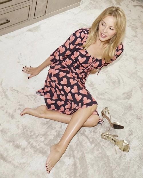 Kylie-Minogue-Feet-23bbaeb6d0108081d7.jpg