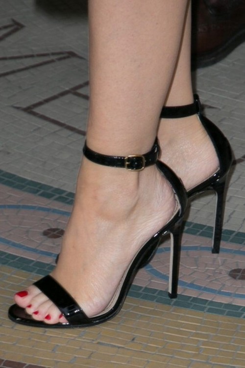 Kylie-Minogue-Feet-434de80adba5e255b.jpg