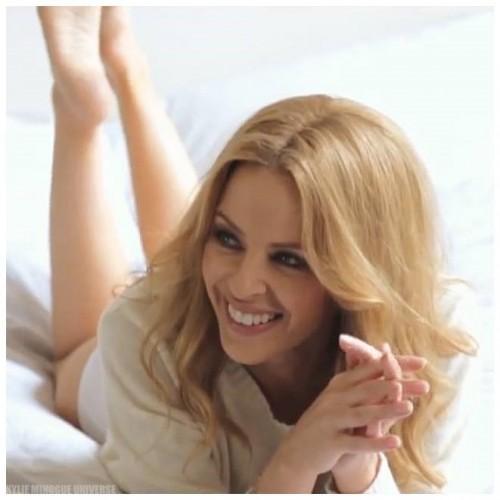Kylie-Minogue-Feet-8a433059579388733.jpg