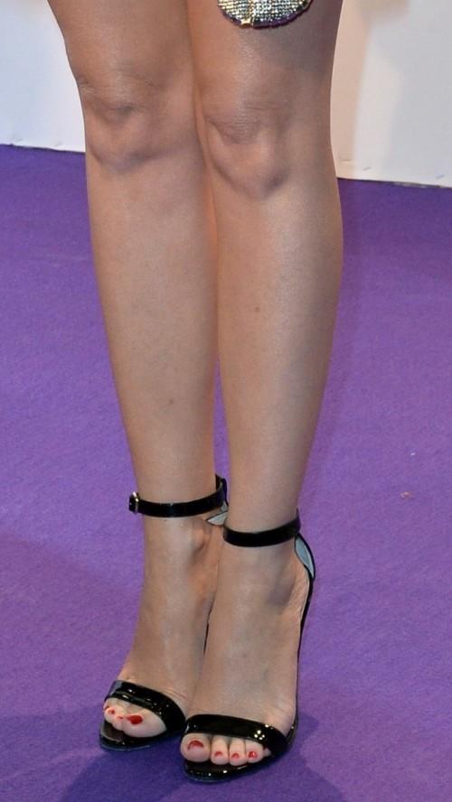 Kylie-Minogue-Feet-9144266b5d04984a8.jpg