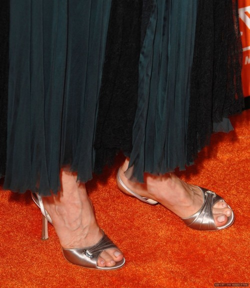Kyra-Sedgwick-Feet-14e30f8b55eb90e6d2.jpg