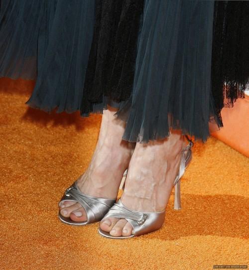 Kyra-Sedgwick-Feet-157f876dc5e91197f3.jpg