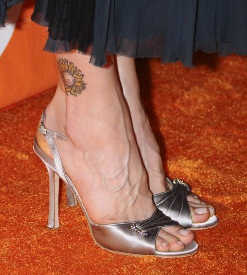 Kyra-Sedgwick-Feet-1f63ec85e13e97b5f.jpg