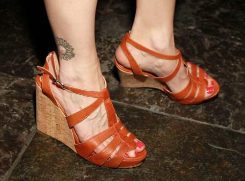 Kyra-Sedgwick-Feet-6f2f76b6f01d7c97e.jpg