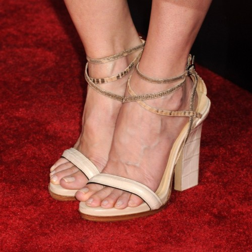 Kyra-Sedgwick-Feet-93069dea84972c61c.jpg