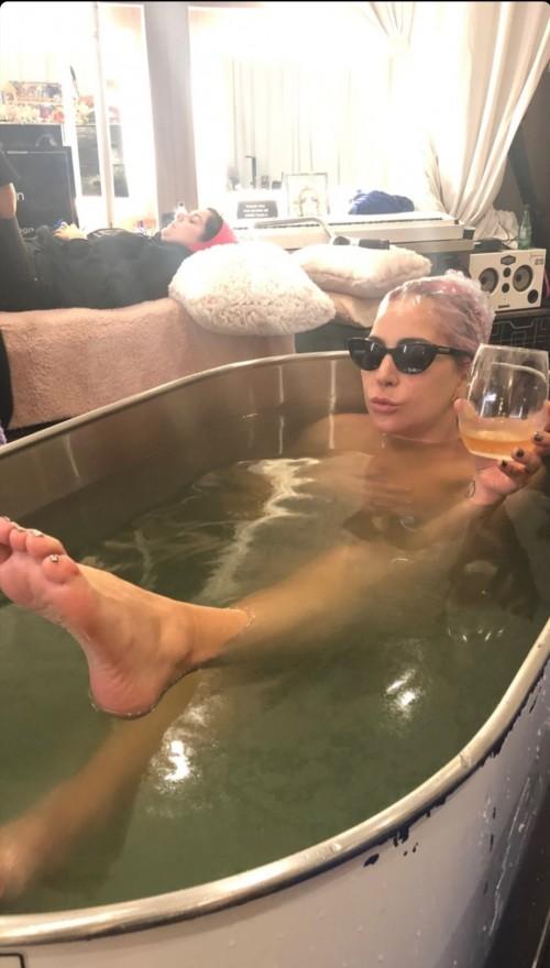 Lady-Gaga-Feet-136beb574ab7d99da7.jpg