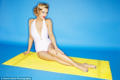 Laura-Whitmore-Feet-156fc84089537f8b3.jpg