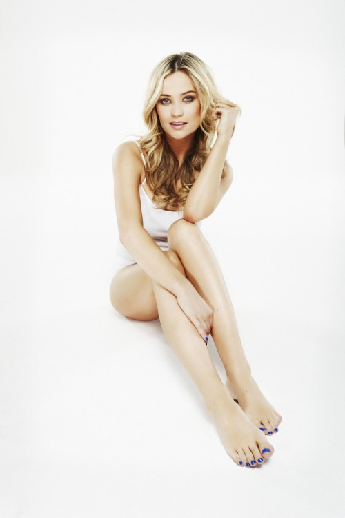 Laura-Whitmore-Feet-30b7292d5481cbc71.jpg