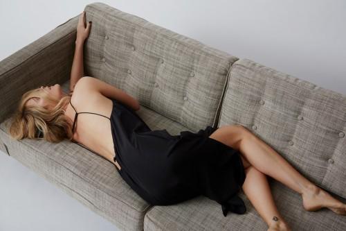Laura-Whitmore-Feet-4944299a8e49abe8c.jpg