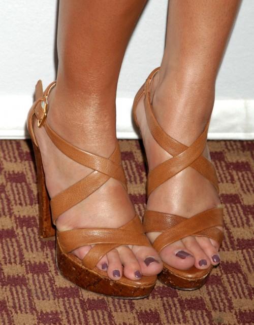 Lauren-Conrad-Feet-12f5fa93ba58225348.jpg